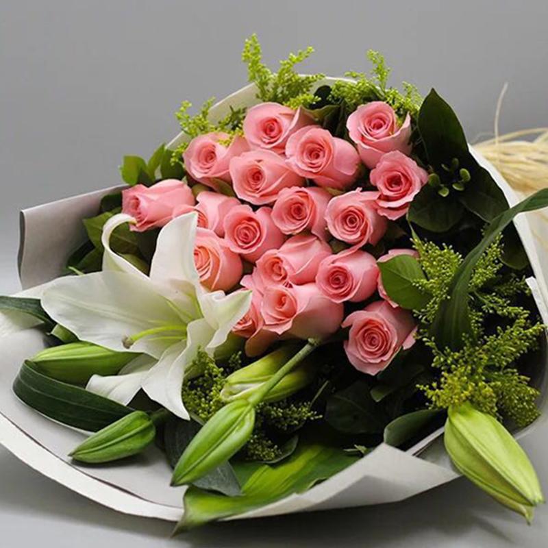 【一见钟情】16枝戴安娜玫瑰百合花束A款