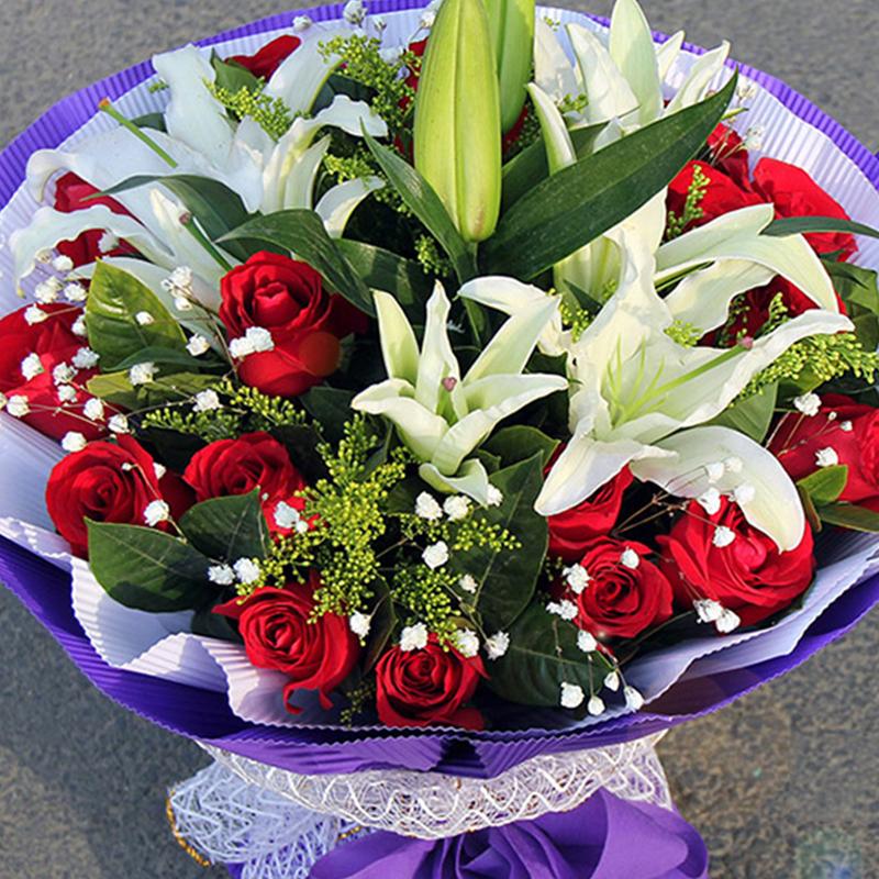 【挚爱之心】19枝红玫瑰百合花束