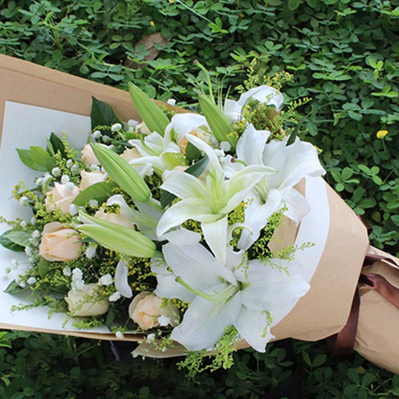 【转角遇到爱】11枝香槟玫瑰百合花束